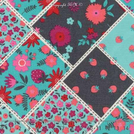 Popeline Coton Imprimé Fraises & Fleurs De Couleurs Sur Fond Azur Clair & Anthracite. 15 x 15 cm Photo.
