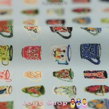 Tissu Microfibre Imprimé Tasses À Motif Colorés Fond Bleu