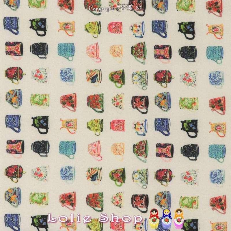 Tissu Microfibre Imprimé Tasses À Motif Colorés Fond Blanc