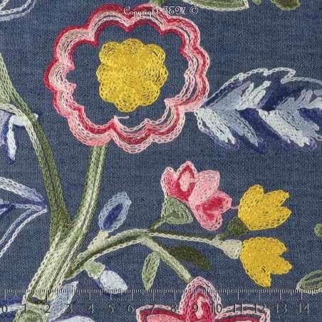 Coupon Chambray Coton à Base Brodé Fleurs ton de couleurs vives