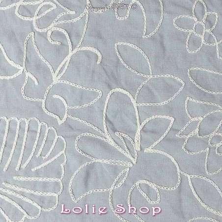 tissu viscose brodée fleurs fond bleu
